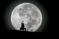_DSC1547 supermoon joe marquez the smoking camera nikon v3 600mm f4 hawaii silhouette